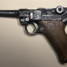 Picture of print of German luger pistol
