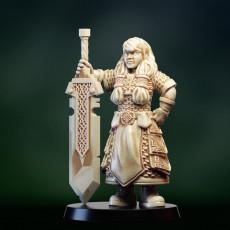 Dwarf warrior girl with great sword