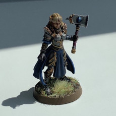 Picture of print of Maryka - Female Paladin - 32mm - DnD