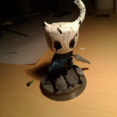 Picture of print of Epic Hollow Knight figure with a stand : The Knight
