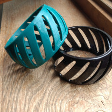 Bracelet with diagonal pattern