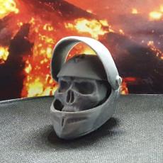 Skull Crash hat keyring
