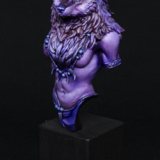 Picture of print of Oleana the Werewolf Queen bust pre-supported