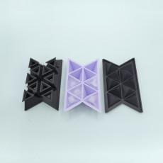 Triangular ice cube tray