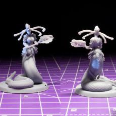 Picture of print of Medusa Elite Battle Axe Pose 1